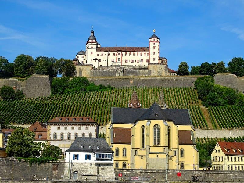 德语的玛利恩堡:Festung马林贝格是一个突出的地标在主要河的左岸在维尔茨堡,在Fr 图库摄影