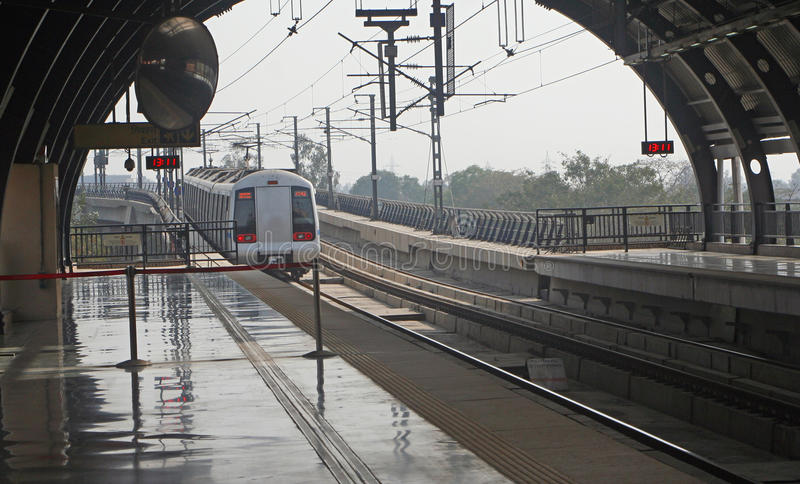 德里印度质量地铁公共铁路运输运输 库存照片