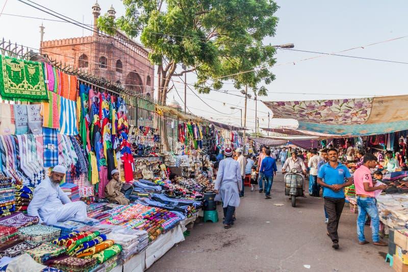 德里,印度- 2016年10月22日:在贾玛清真寺清真寺附近的街市在德里,伊恩迪的中心 图库摄影