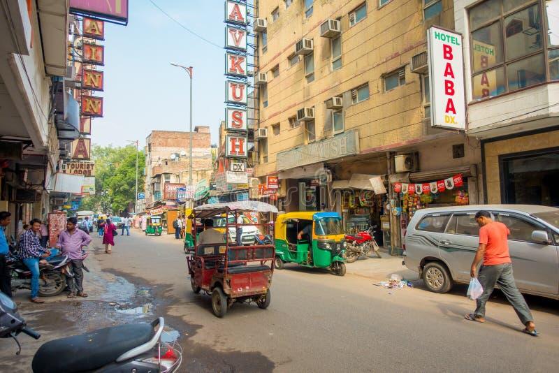 德里,印度- 2017年9月19日:繁忙的印地安街市在新德里,印度 德里` s人口超过了18 免版税库存图片