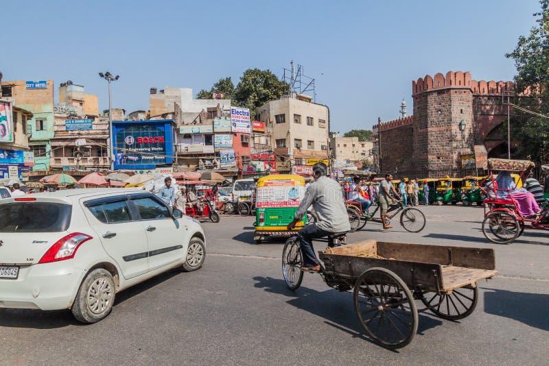 德里,印度- 2016年10月22日:Ajmeri门看法和街道交通在德里,伊恩迪的中心 库存图片