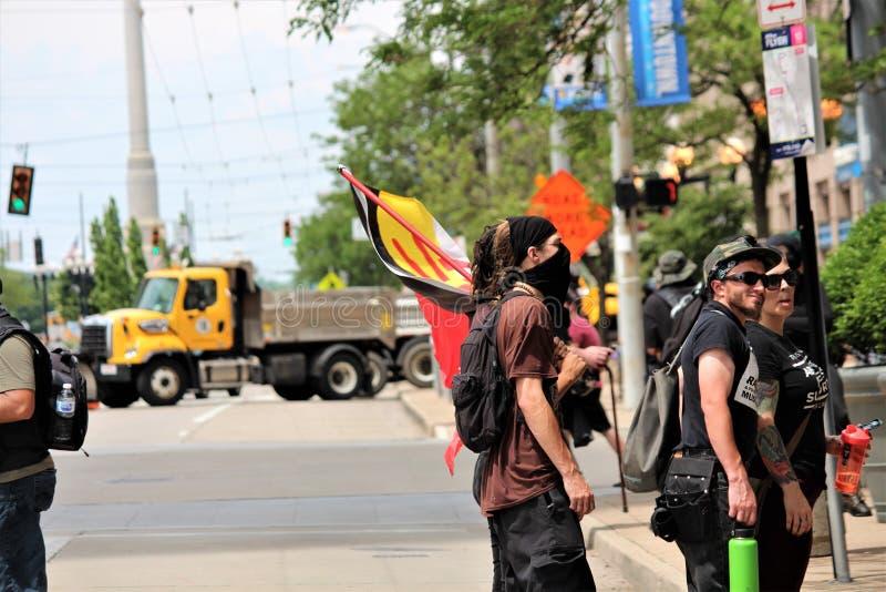 德顿,俄亥俄/美国- 2019年5月25日:600个抗议者召集反对报告的9名KKK成员 免版税图库摄影