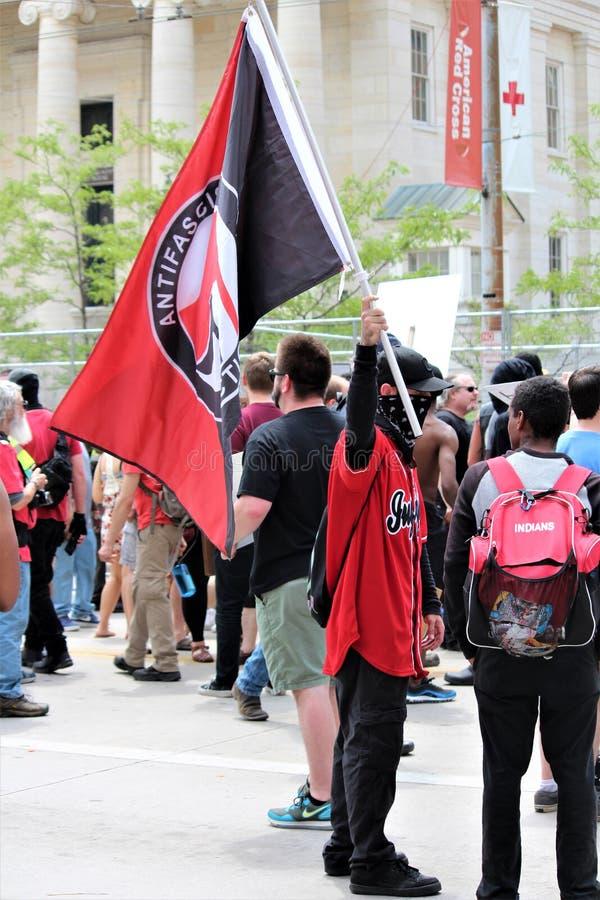 德顿,俄亥俄/美国- 2019年5月25日:600个抗议者召集反对报告的9名KKK成员 库存照片