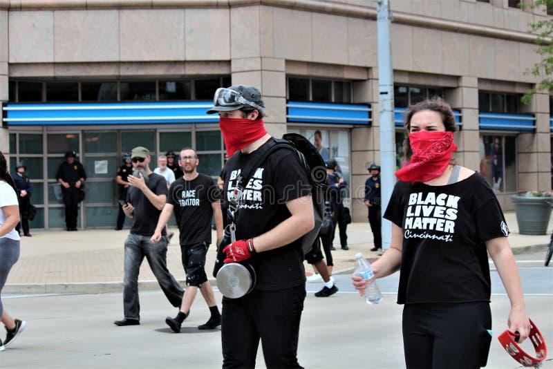 德顿,俄亥俄/美国- 2019年5月25日:600个抗议者召集反对报告的9名KKK成员 库存图片