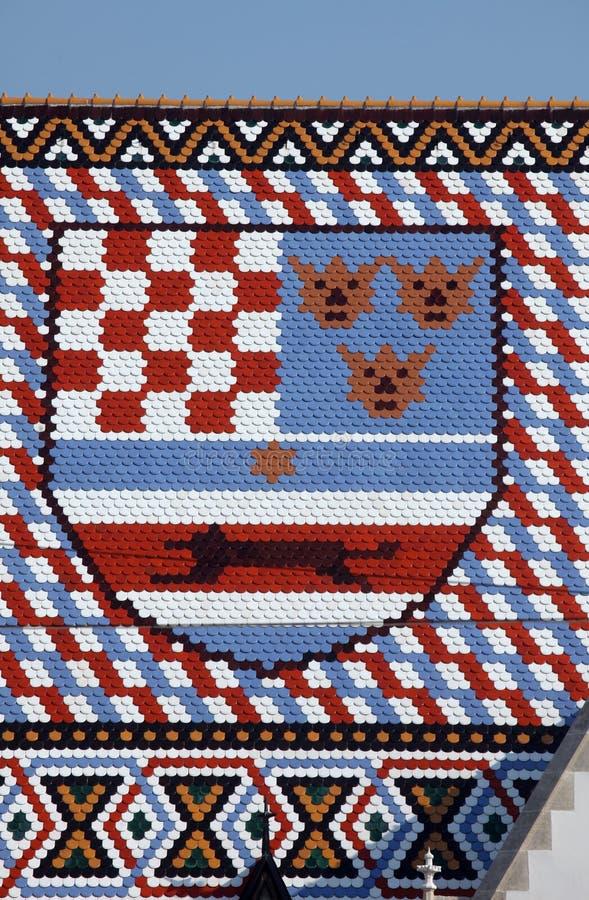 徽章圣马克教会方格的铺磁砖的屋顶在萨格勒布 免版税库存图片