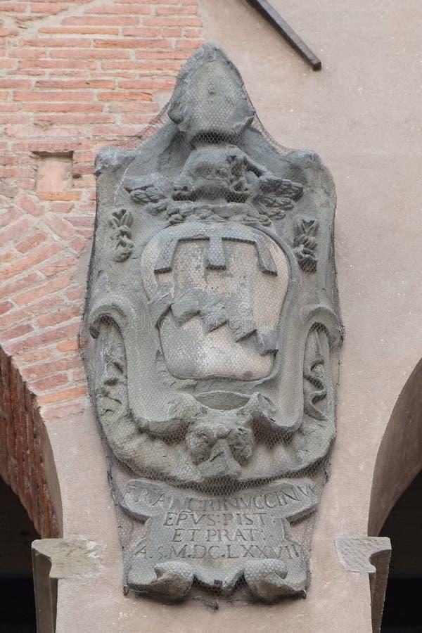 徽章在其中一个中世纪大厦,皮斯托亚,意大利的 免版税图库摄影