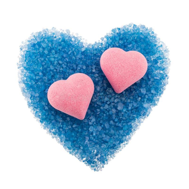心形的浴炸弹和疏散蓝色浴s的构成 免版税库存图片