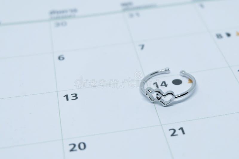 心形的结婚戒指 免版税库存图片