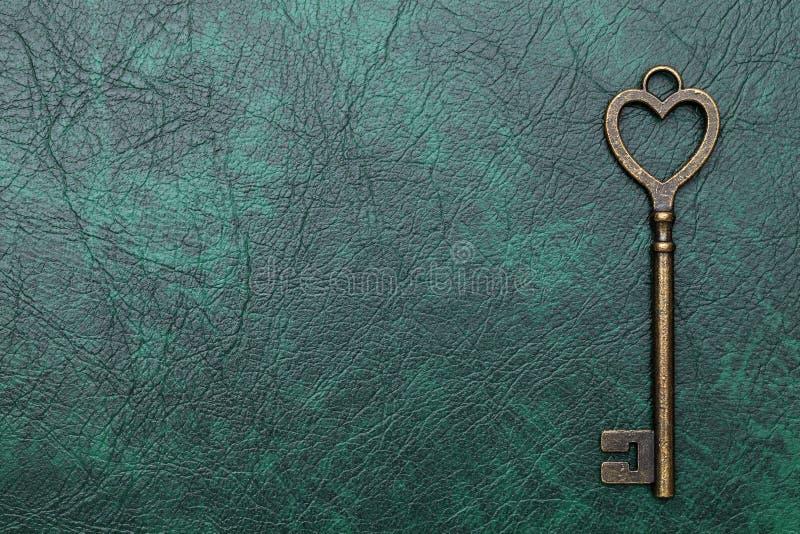 心形的葡萄酒钥匙 库存图片