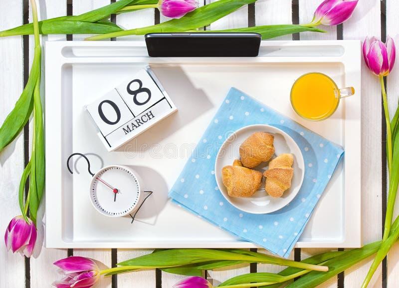 心爱的浪漫早餐惊奇 免版税库存图片