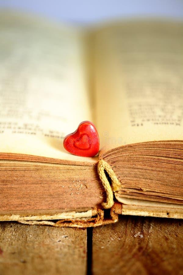 心脏和书 库存照片