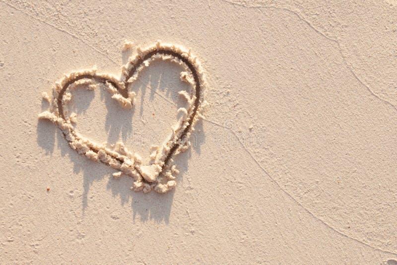 心脏和沙子在塞舌尔 免版税库存照片