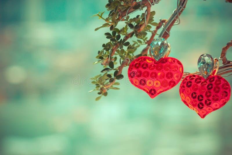 心脏在树的爱标志 免版税库存照片