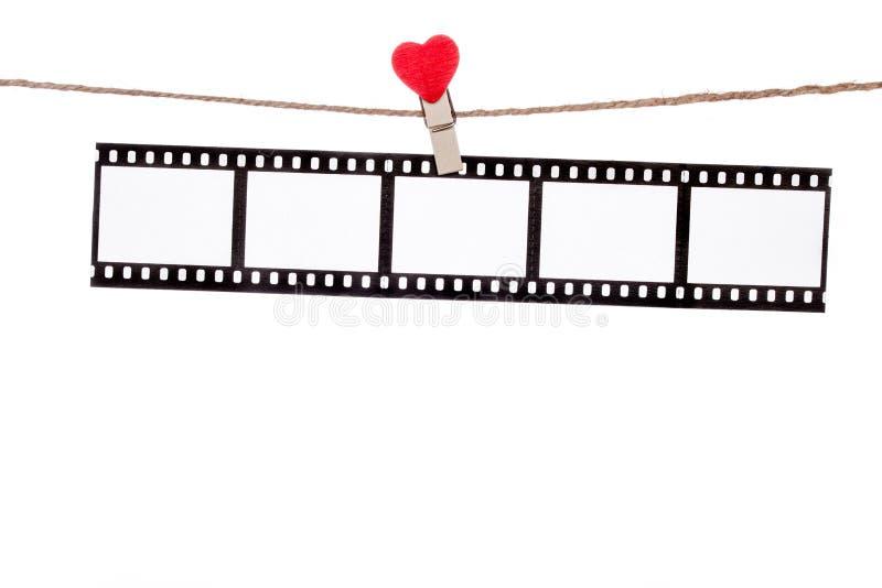 心脏在麻线的形状夹子,垂悬的阴性,爱电影 库存照片