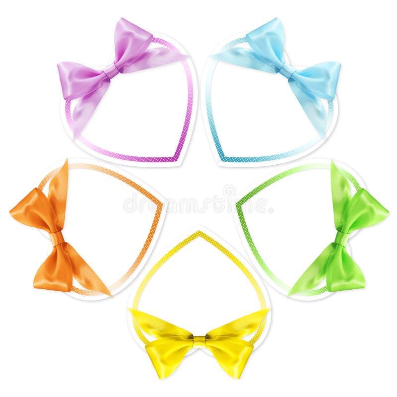 心脏形状在各种各样的颜色丝毫丝带鞠躬隔绝 免版税库存照片