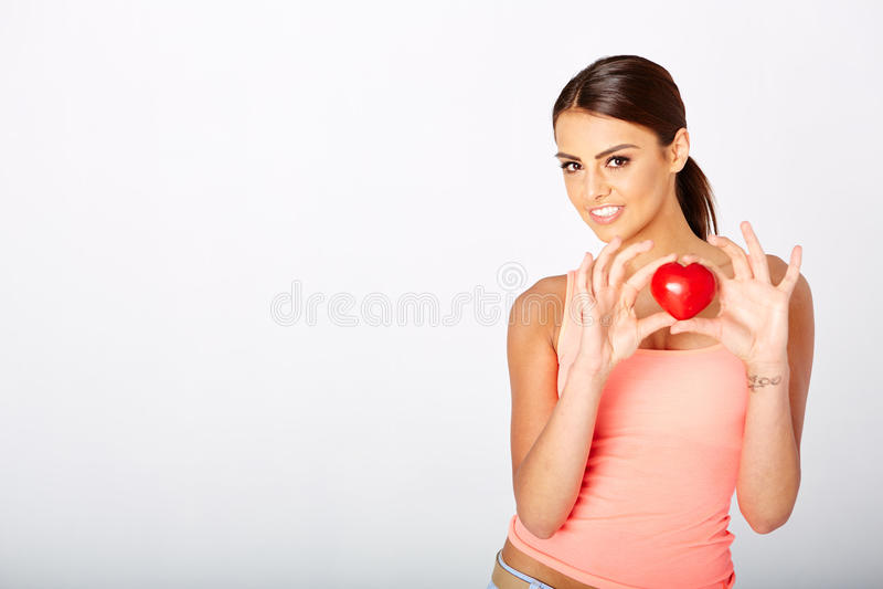 心脏形状在妇女的手上 免版税图库摄影