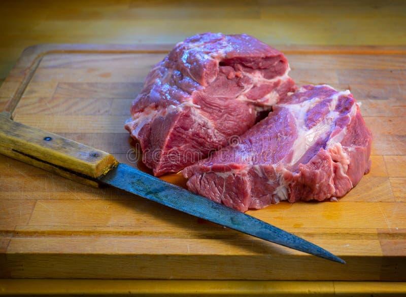 心脏形状未加工的新鲜的肉 免版税库存照片