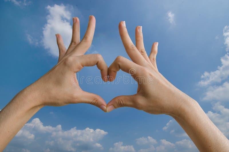 心脏形状用手 免版税库存照片