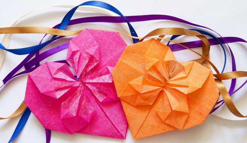 心脏由华伦泰的纸origami制成  免版税库存图片