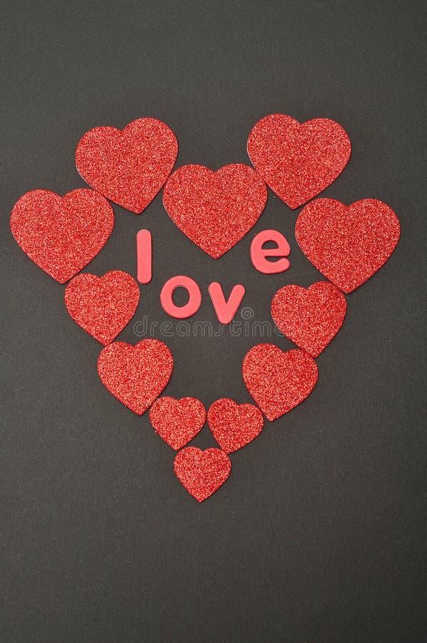 心脏由另外大小心脏和爱做成 免版税库存图片