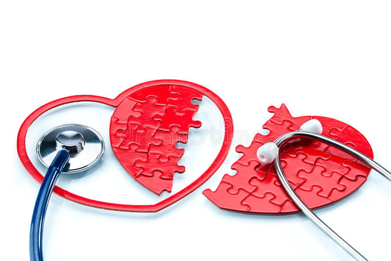 心脏病,分裂了与听诊器的心形的难题 图库摄影