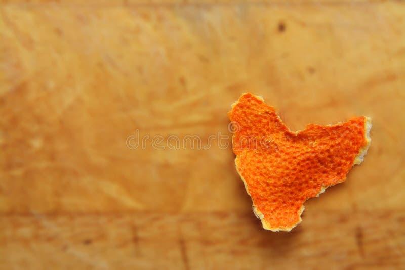 以心脏的形式蜜桔果皮 图库摄影