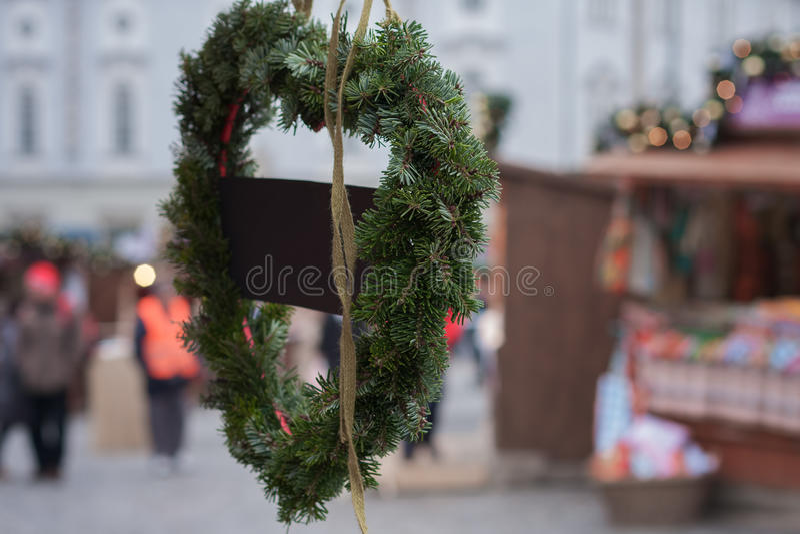 以心脏的形式绿色云杉的花圈 库存照片