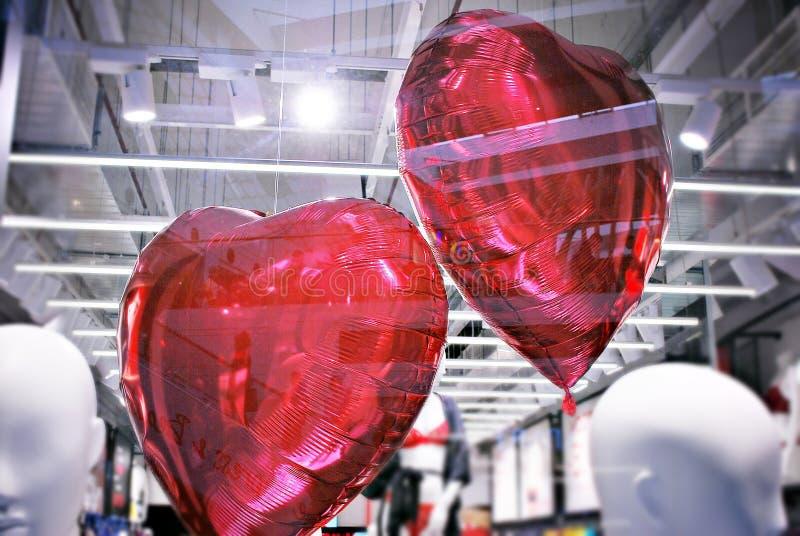 以心脏的形式Inflatables红色气球 免版税库存图片