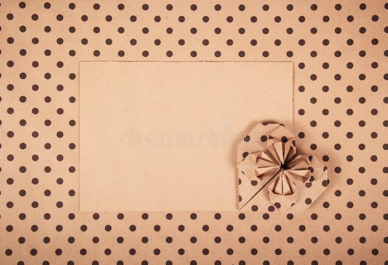 心脏origami 裱糊重点 看板卡信包消息浪漫六华伦泰 浪漫的信函 库存照片