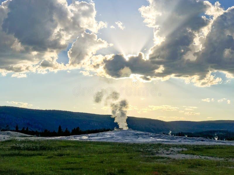 忠实的喷泉国家老公园黄石 免版税库存图片