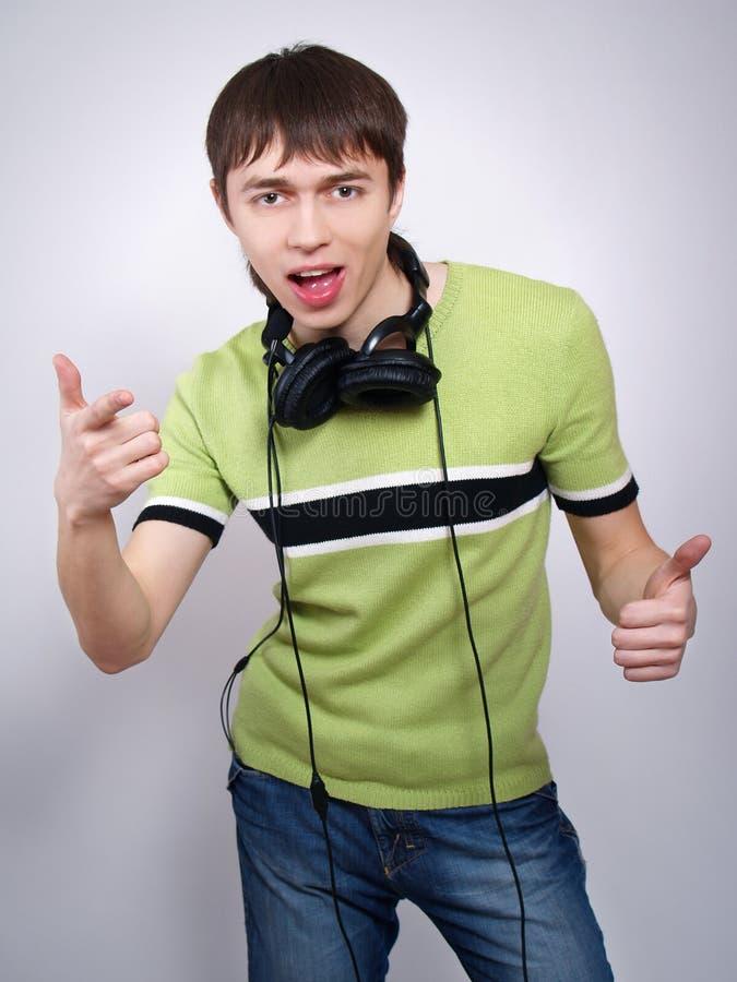 快乐听人音乐年轻人 库存照片