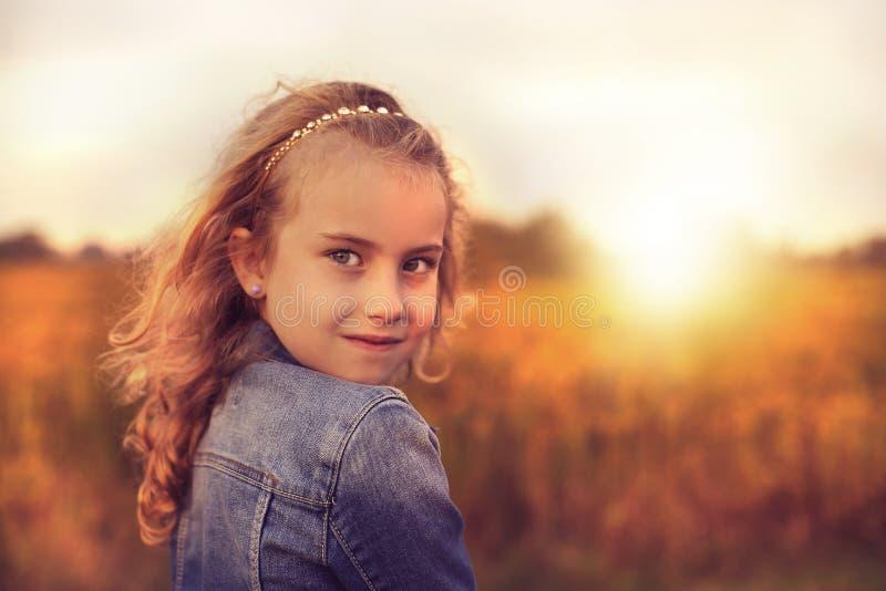 快乐和愉快的女孩 免版税库存图片