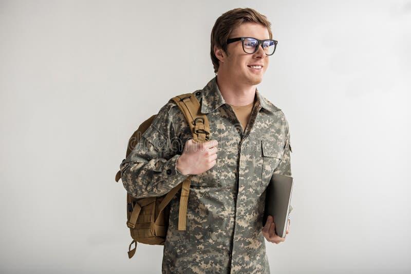 快乐的军事人去的学习 库存照片