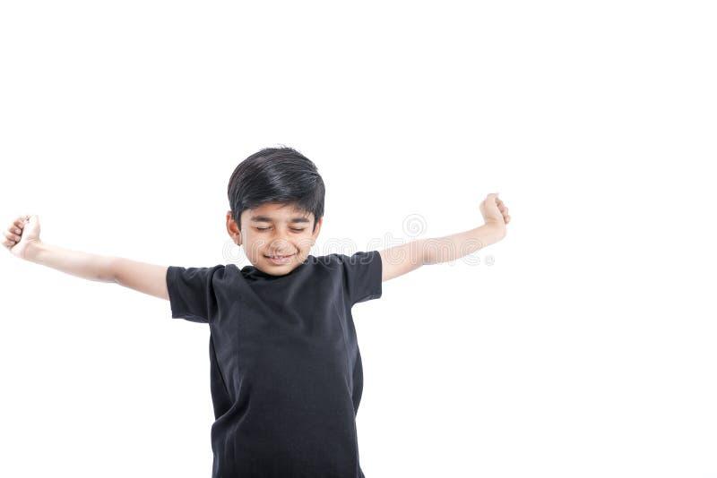 快乐的印度小男孩 免版税库存图片