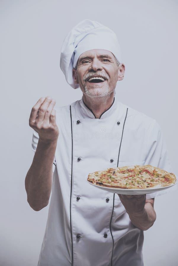 快乐的厨师烹饪器材 免版税库存图片