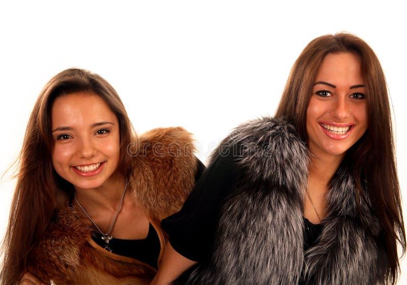 快乐的外套朋友毛皮女孩微笑的二 免版税库存照片