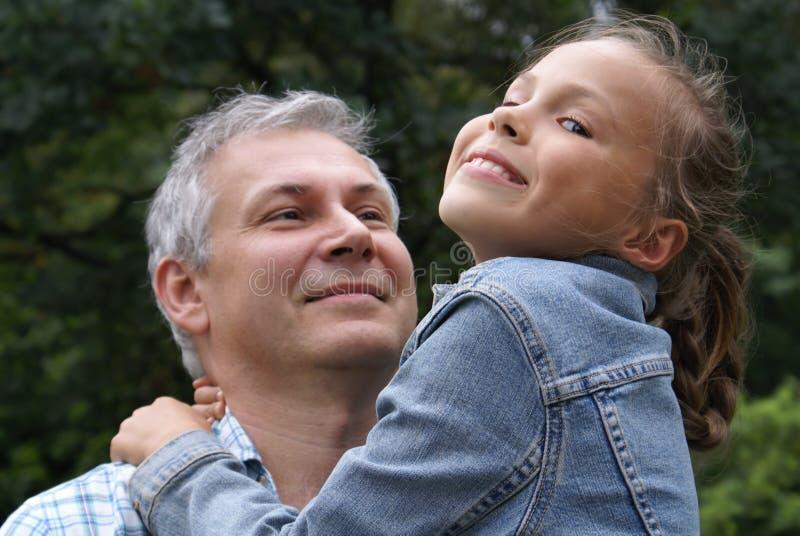 快乐的女儿父亲 免版税库存图片