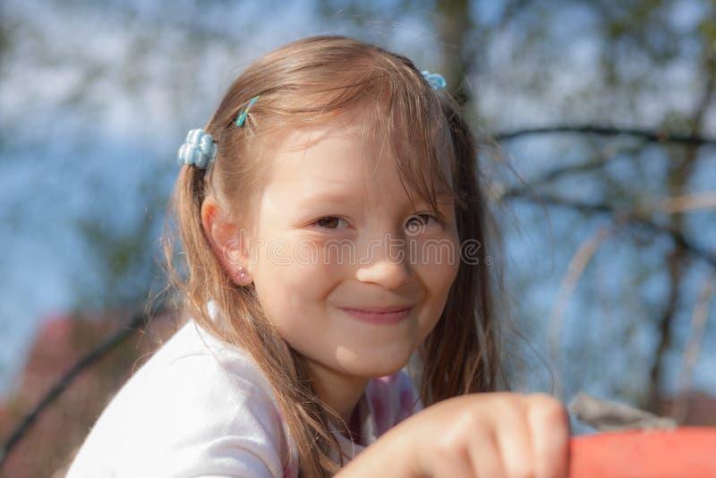 快乐的女孩一点 免版税图库摄影