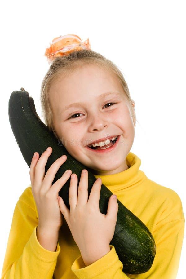 快乐的女孩拥抱夏南瓜 库存图片