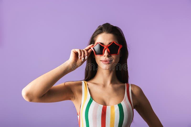 快乐的少女佩带的泳装身分 免版税库存图片