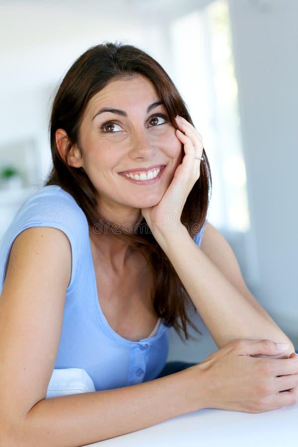 快乐的微笑的妇女年轻人 库存图片