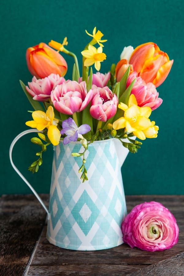 快乐的明亮的春天花 免版税图库摄影