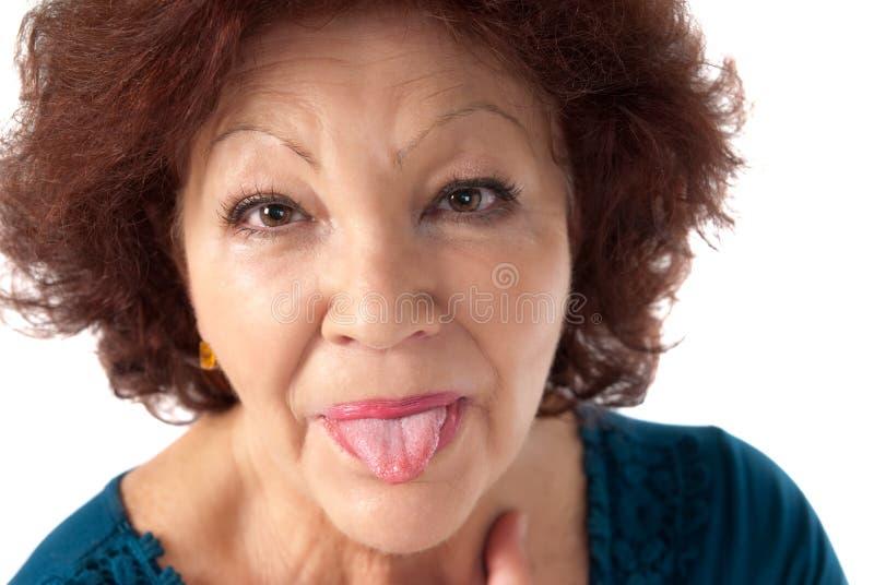 快乐的查出的嘲笑高级白人妇女 库存图片