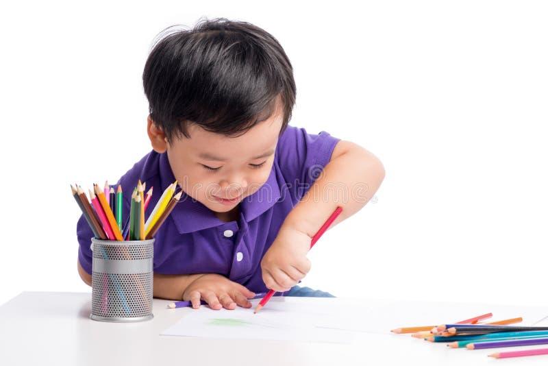 快乐的男孩图画画象与五颜六色的铅笔的 图库摄影