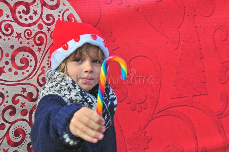 快乐的男孩用糖果 免版税图库摄影