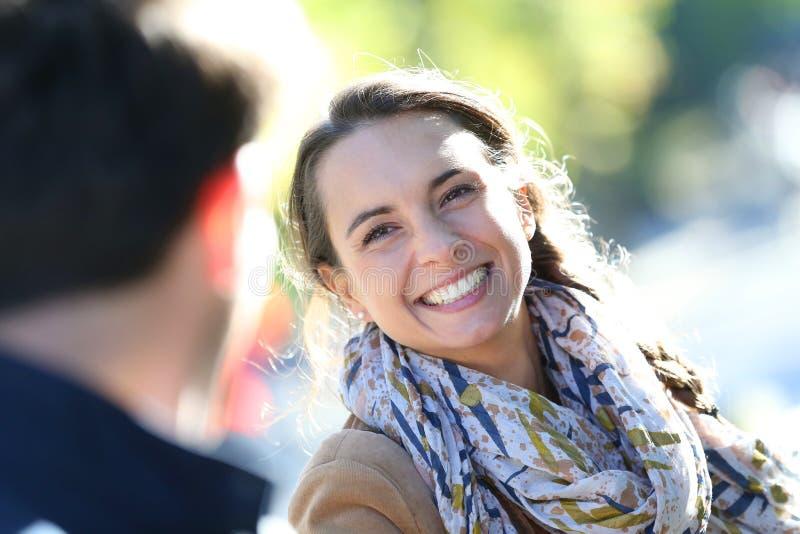 快乐的美丽的妇女画象有她的男朋友的 图库摄影