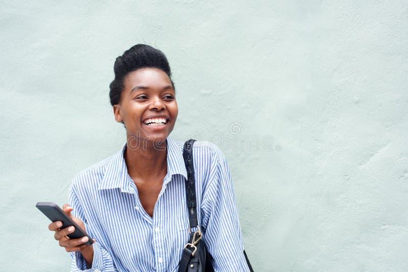 快乐的黑人妇女固定的单元电话 图库摄影