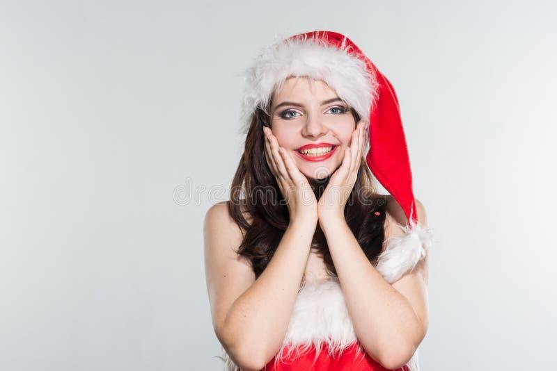 快活的圣诞节 一个红色夫人的美丽的少妇 克劳斯costu 库存图片