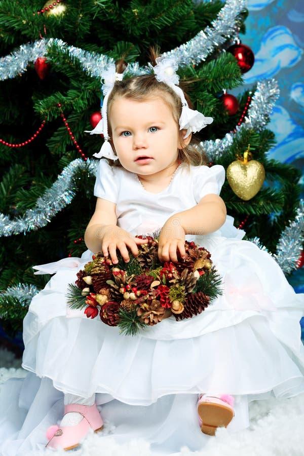 Download 快活的圣诞节 库存图片. 图片 包括有 婴孩, 愉快, 12月, 情感, 逗人喜爱, 子项, 快乐, 圣诞节 - 22355771