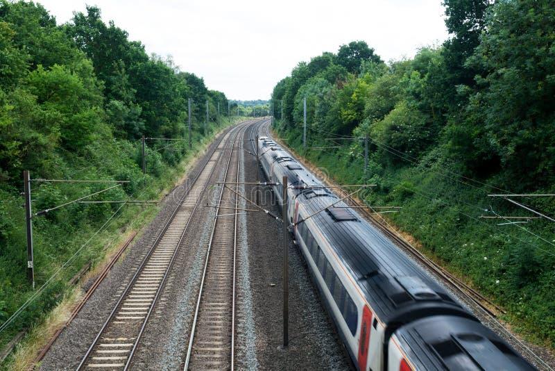 快车旅行在轨道的,旅客列车 库存图片